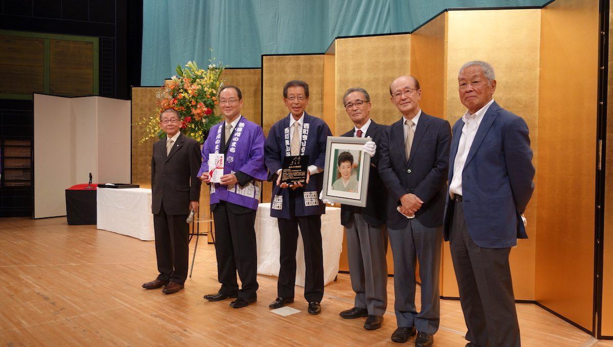 奨励賞受賞の「小松曳山八町連絡協議会」と市関係者